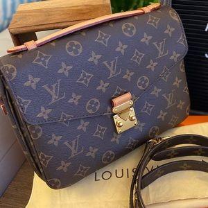 Authentic Louis Vuitton HTF Pochette  Métis